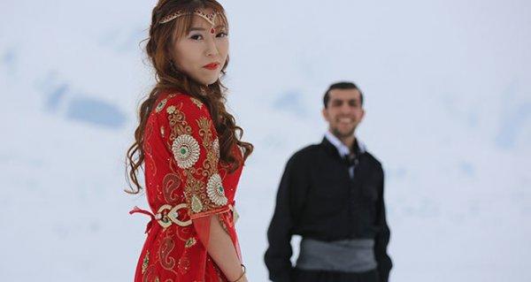 Yüksekova'ya Çinli gelin geldi