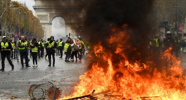 Macron urges talks solution over yellow vests protests