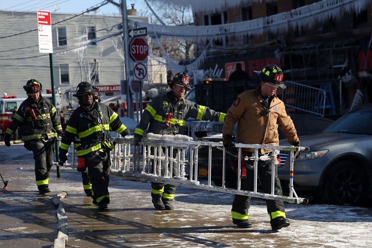 ABD'de çıkan yangında 16 kişi yaralandı