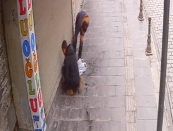 Gaziantep'te bir iş yerinde yapılan hırsızlık anı kamerada