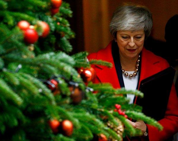 Theresa May'e Brexit oylaması öncesi ilk darbe