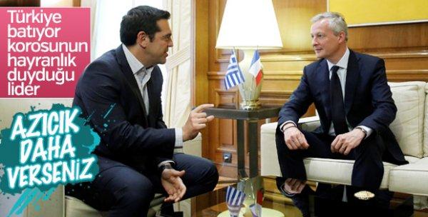 Yunanistan halktan para dilenmeye başladı
