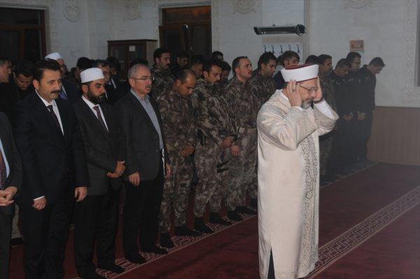Diyanet İşleri Başkanı Ali Erbaş PÖH'lerle namaz kıldı