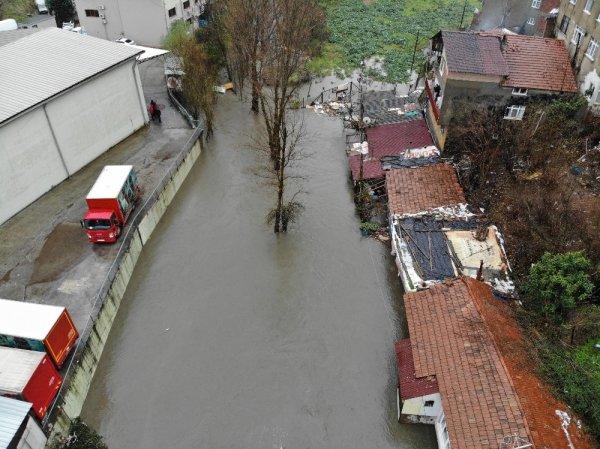 Sarıyer'de dere taşması sonucu mahalleyi su bastı