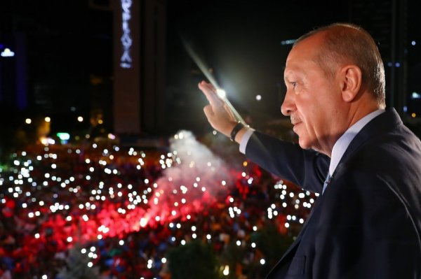 Beşiktaş Teknik Direktörü Şenol Güneş oylamaya katıldı