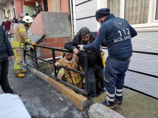yangin engelli 6207 - Beyoğlu'nda yanan evde engelli eşinin olduğunu görünce bayıldı