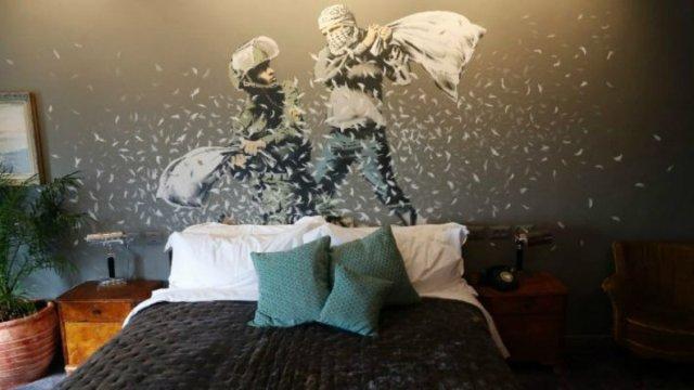 bansky 462 - Banksy kimdir? Duvar ressamı Banksy gerçek adı nedir? Banksy duvar resimleri..