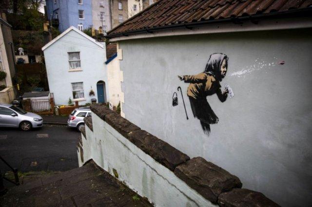 bansky 874 - Banksy kimdir? Duvar ressamı Banksy gerçek adı nedir? Banksy duvar resimleri..