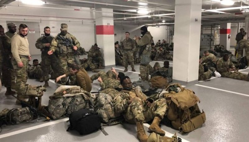 Joe Biden, yerlerde uyuyan Ulusal Muhafızlardan özür diledi #1