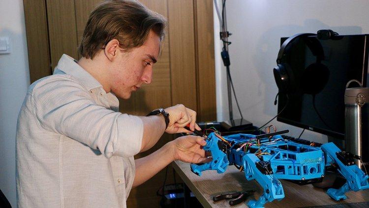 Eskişehirli lise öğrencisi, farklı iş kollarına uygun robot köpek geliştirdi #3