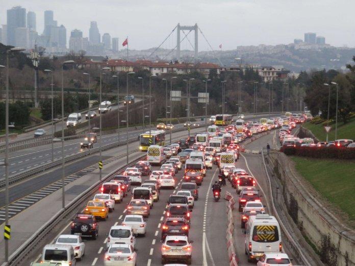 32 saatlik kısıtlama bitti: İstanbul'da yoğunluk başladı #1