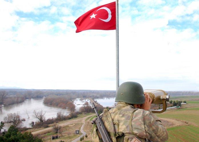 MSB: Edirne de Yunanistan a kaçmaya çalışan 10 kişi yakalandı #1