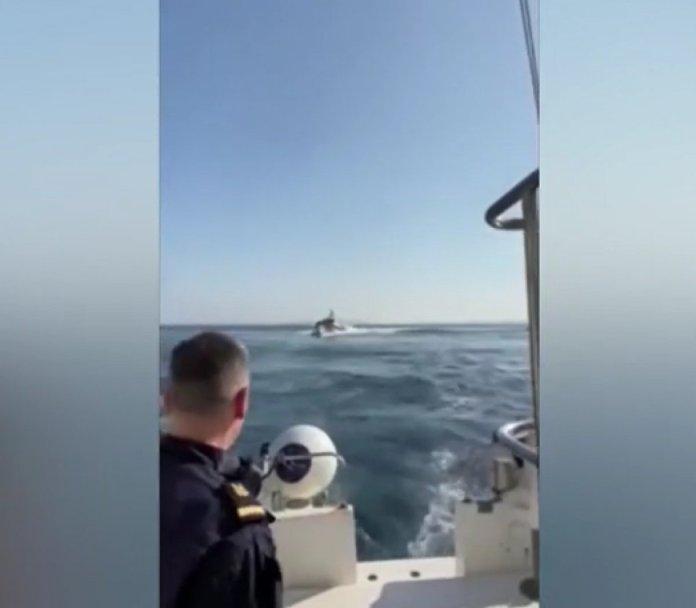 Türk Sahil Güvenlik botundan Yunan gemisine müdahale #1