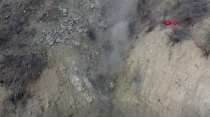 Bitlis'te araziye gizlenmiş basma düzenekli 4 EYP imha edildi #2