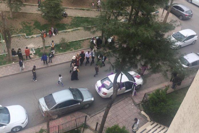 Diyarbakır da sokak ortasında maskesiz halay #2