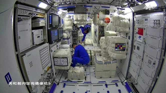 China's first space station has 120 kinds of food #3