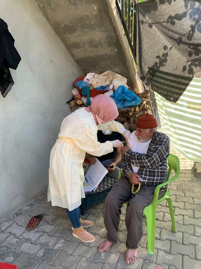 Convincing teams in Siirt go door to door explaining that the vaccine does not cause infertility #3