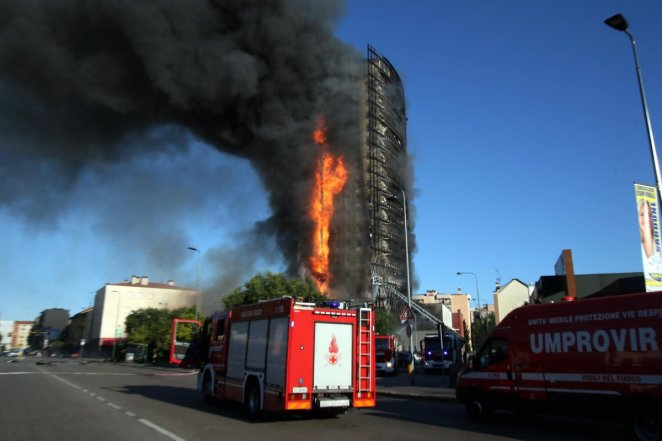 Fire in 15-storey building in Italy #4
