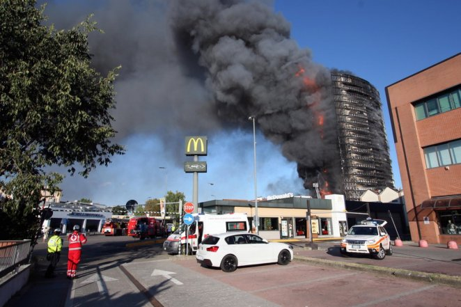 Fire in 15-storey building in Italy #7