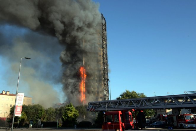 Fire in 15-storey building in Italy #8