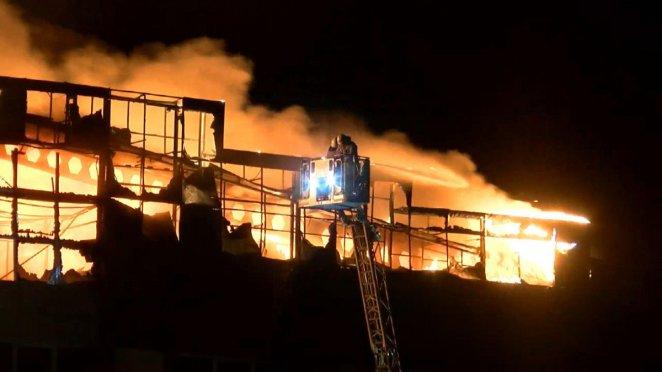 Arnavutköy de fabrikada yangın çıktı #1