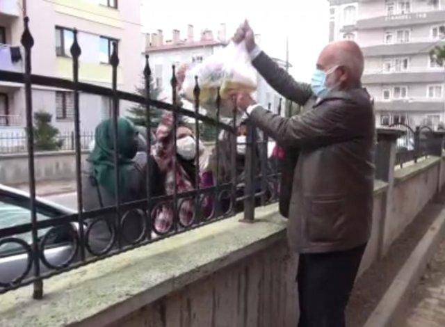 Sivas ta bir kişi müştemilatı bakkala çevirerek muhtaç ailelere yardım ediyor #3