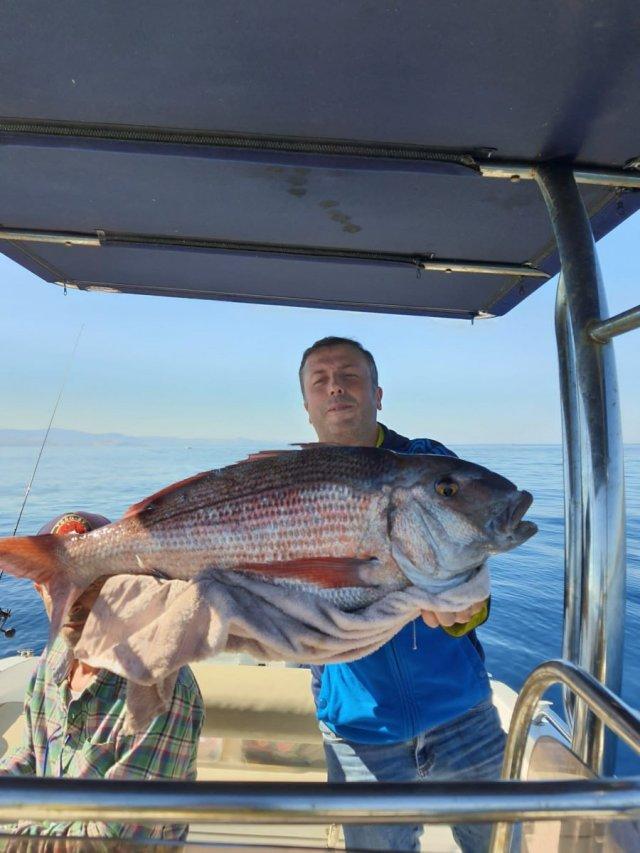 Çanakkale deki amatör balıkçı, 10 kiloluk balık yakaladı #1