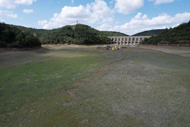 İstanbul da barajlar adeta çöle döndü #1