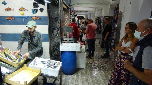 Çanakkale'de tezgahlarda lüfer bolluğu yaşanıyor #6
