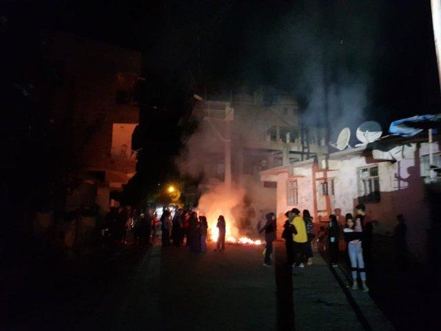 Diyarbakır da sayaçların elektrik direklerine bağlanmasını protesto ettiler #3