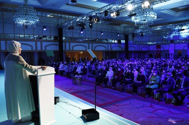 Emine Erdoğan: Eğitimleri yarıda kalan kadınlarımız okula devam edecek #3