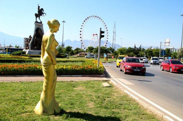 Antalya daki Altın Portakal Film Festivali için 58 heykel dikildi #4