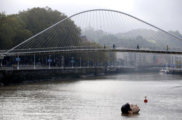 İspanya'da 'boğulan kadın heykeli' görenleri korkuttu #3