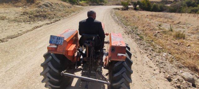 Bursa da böbrek taşını bozuk yolda traktöre binerek düşürüyorlar #4