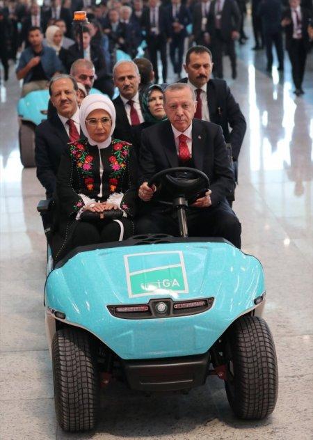 Başkan Erdoğan İstanbul Havalimanı'nı gezdi
