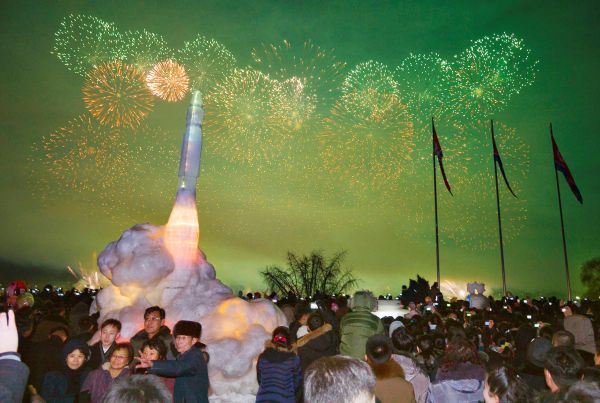 Kuzey Kore'de füzeli yılbaşı kutlaması