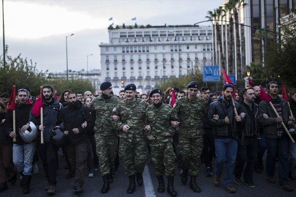 Yunanistan'daki 17 Kasım gösterilerinde olaylar çıktı