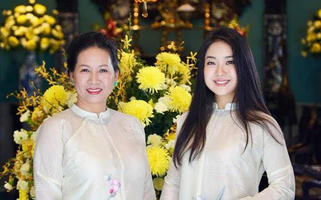 Nữ CEO Việt dạy con gái: Đừng mua chiếc túi trị giá 300 đô mà trong đó không có gì cả