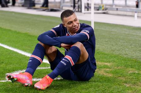 Majority Of French Citizens Want To See Kylian Mbappé Remain With PSG  According To Survey - PSG Talk