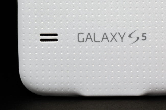 Samsung Galaxy S5 review rear speakers macro