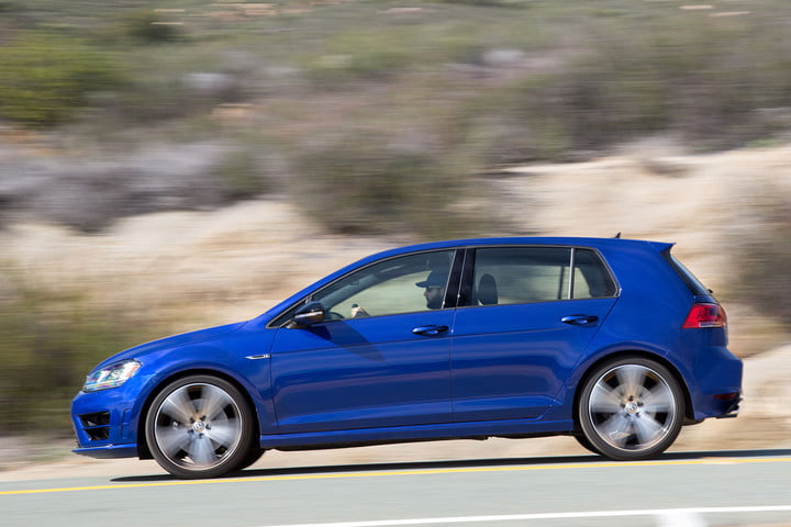 2016-Volkswagen-Golf-R_4544