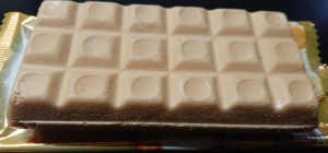 バニラモナカジャンボ ホワイトチョコ 挟む
