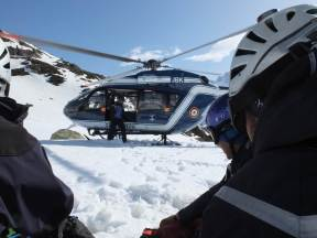 CNISAG_Chamonix_Icebreaker_helicopter