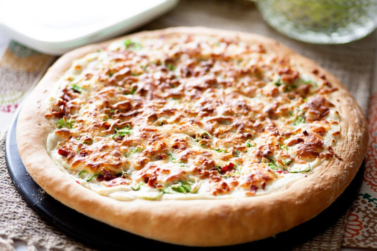 If you love pizza and you love jalapenos, then this Jalapeno Popper Pizza is the perfect pizza for you! Topped with jalapenos, bacon, onions and cheese, it's amazing! Perfect pizza dough, jalapeno pizza, pizza recipe