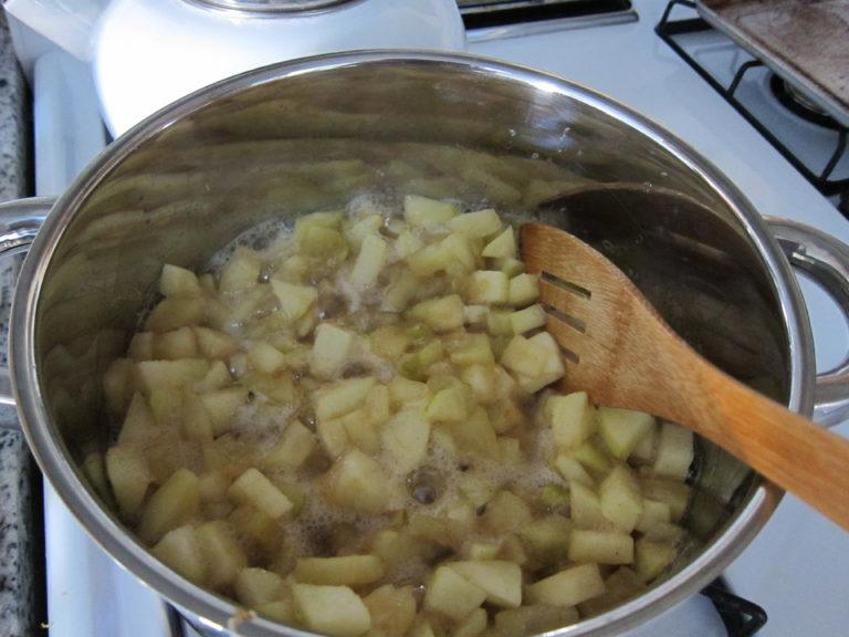 Spicing apples