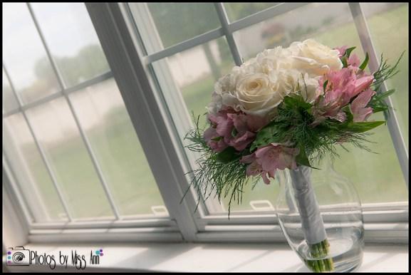 bridal-bouquet-photos-iceland-wedding-hotel-budir-pbma