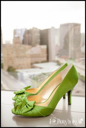 mgm-grand-detroit-wedding-photos-emerald-green-bridal-shoes