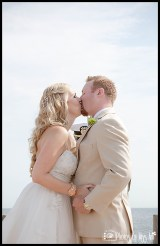 romantic-wedding-kiss-photos-iceland-wedding-planner