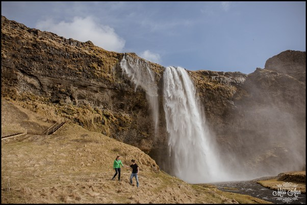 iceland-e-session-seljalandsfoss-waterfall-photos-by-miss-ann