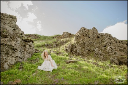 hvitserkur-sea-arch-iceland-wedding-photographer-8